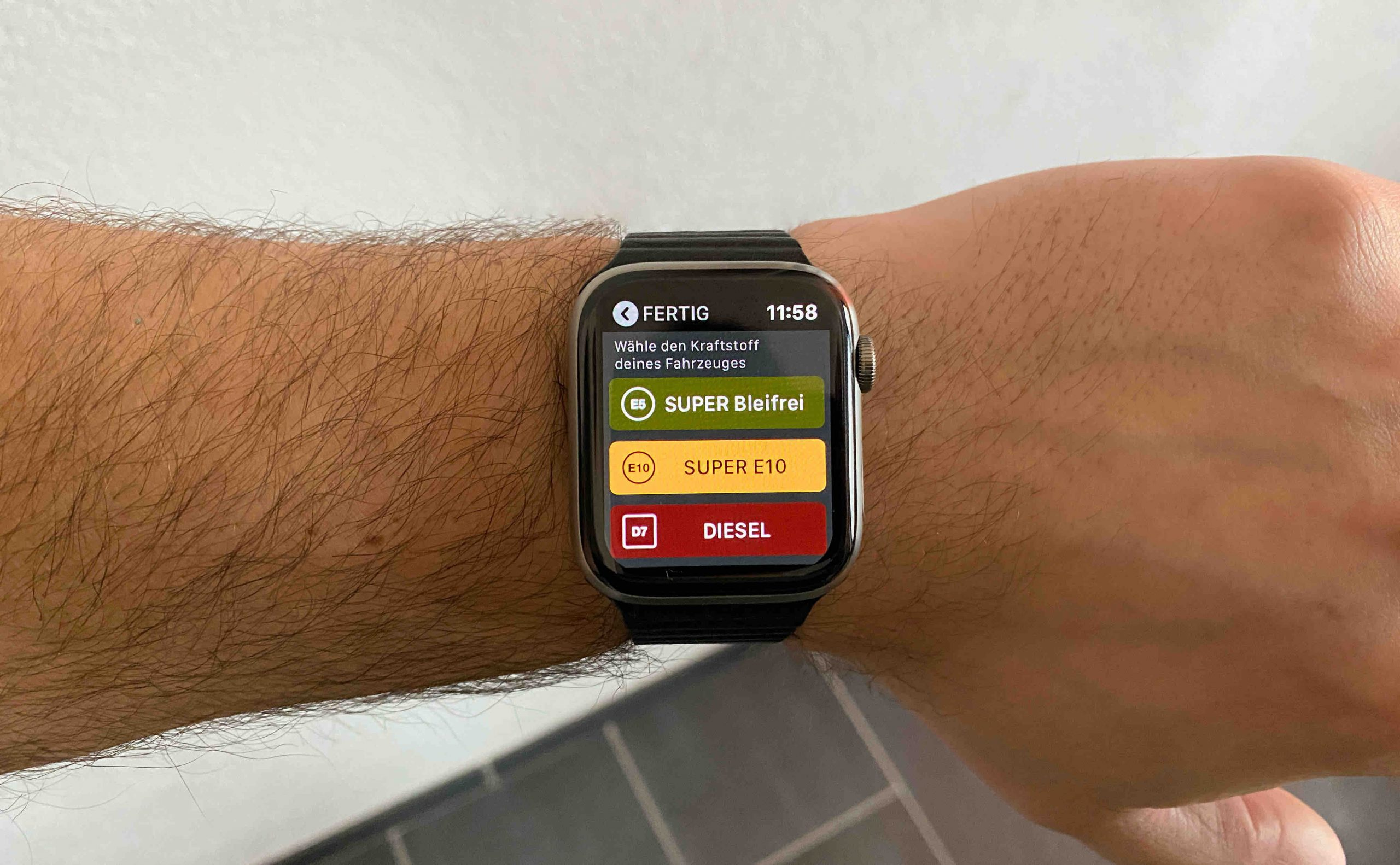"Fuelz_Apple_Watch_nativ_watchOS_Ladestation_Tanken_Aufladen_App_Review1-scaled ""Fuelz!"" für die Apple Watch - Stationen zum Tanken oder Laden finden"