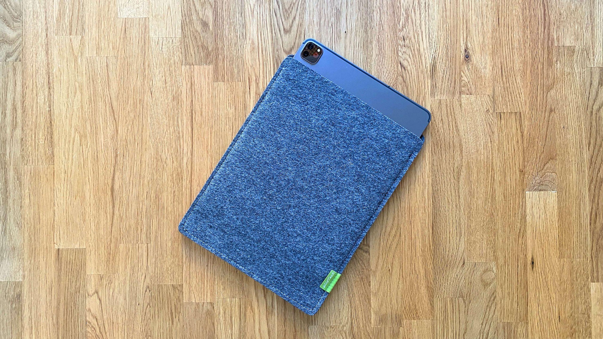 WildTech_Filzhülle_iPad_Pro_2020_Grau1-scaled Schutz aus Wollfilz von WildTech - das iPad Pro (2020) stilvoll geschützt
