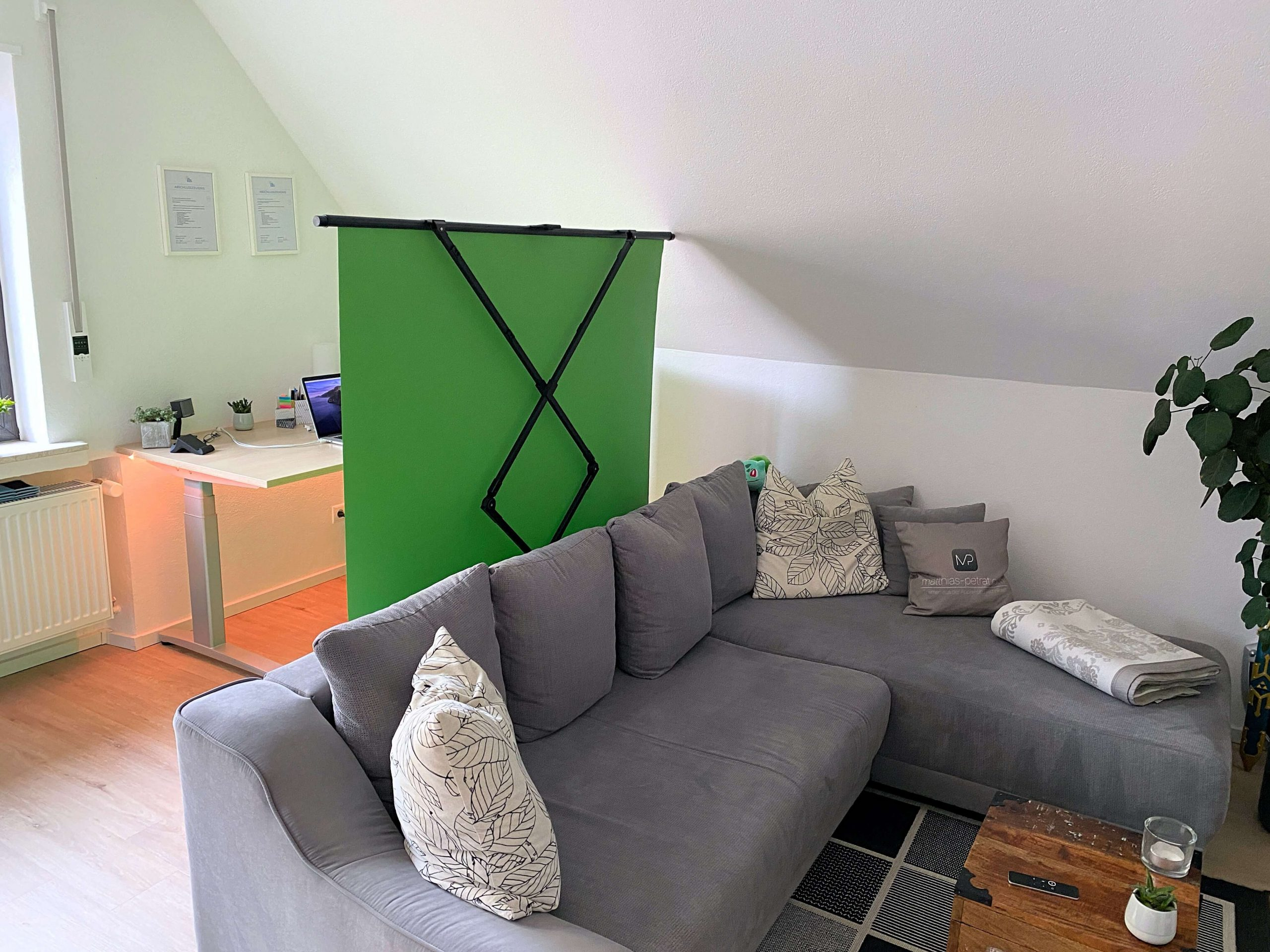 Green-Screen-von-Elgato-pro­fes­si­o­nelle-Hintergrundentfernung-im-Home-Office3-scaled Green Screen von Elgato - pro­fes­si­o­nelle Hintergrundentfernung im Home-Office