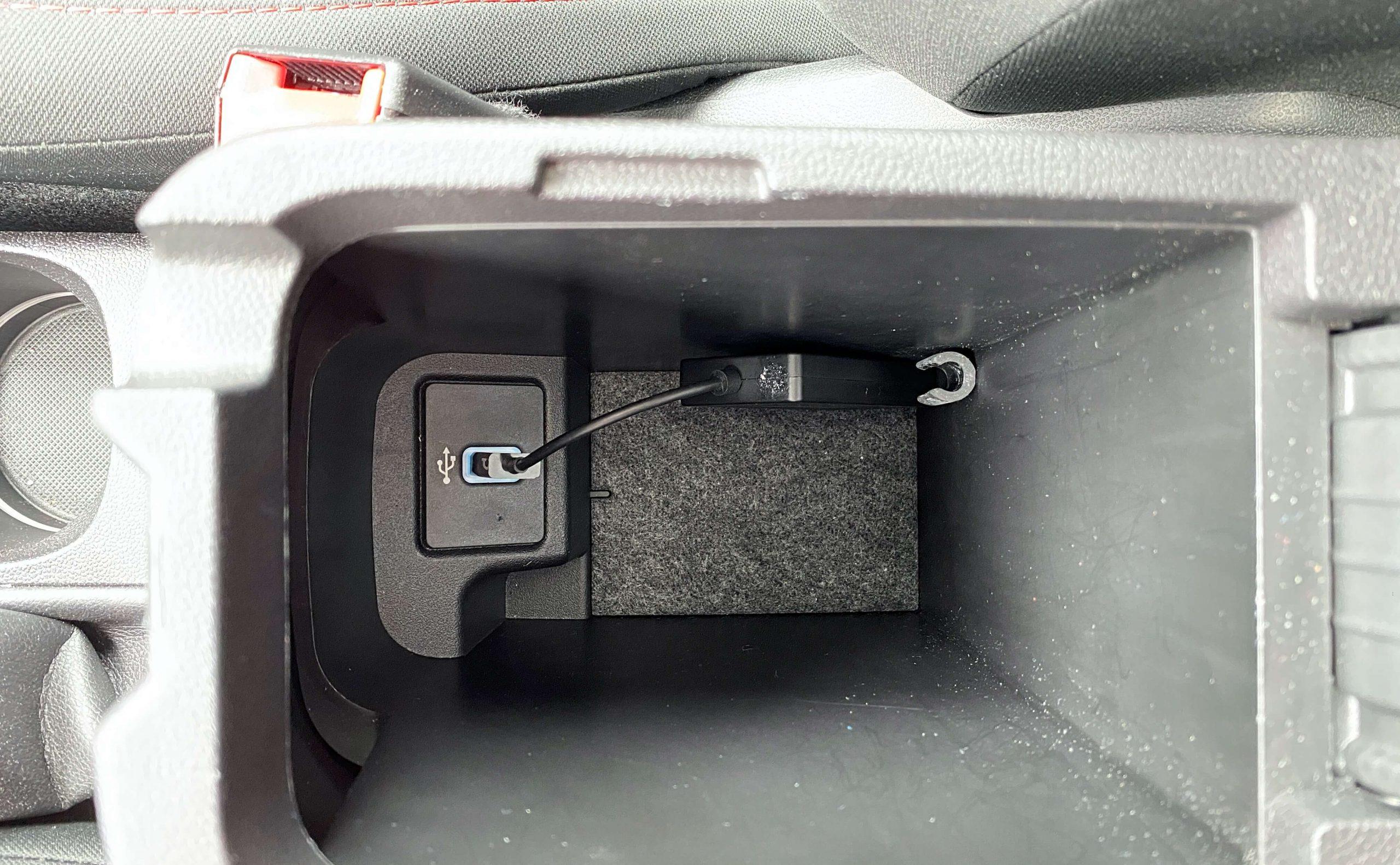 Wireless-CarPlay-Adapter-von-Carlinkit-vorhandenem-Apple-CarPlay-das-Kabel-nehmen4-scaled Wireless CarPlay Adapter von Carlinkit  - vorhandenes Apple CarPlay kabellos machen