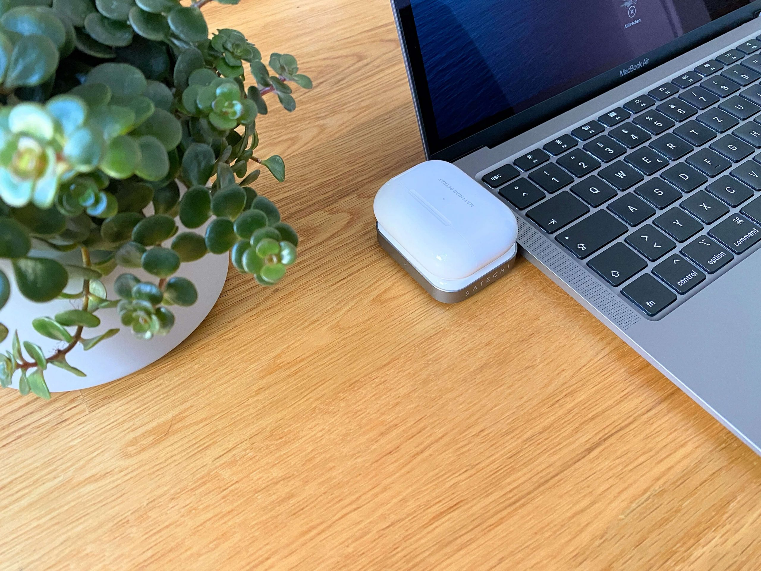 AirPods-Charger-von-Satechi-ohne-Kabel-via-USB-C-laden1-scaled AirPods Charger von Satechi - ohne Kabel via USB-C laden