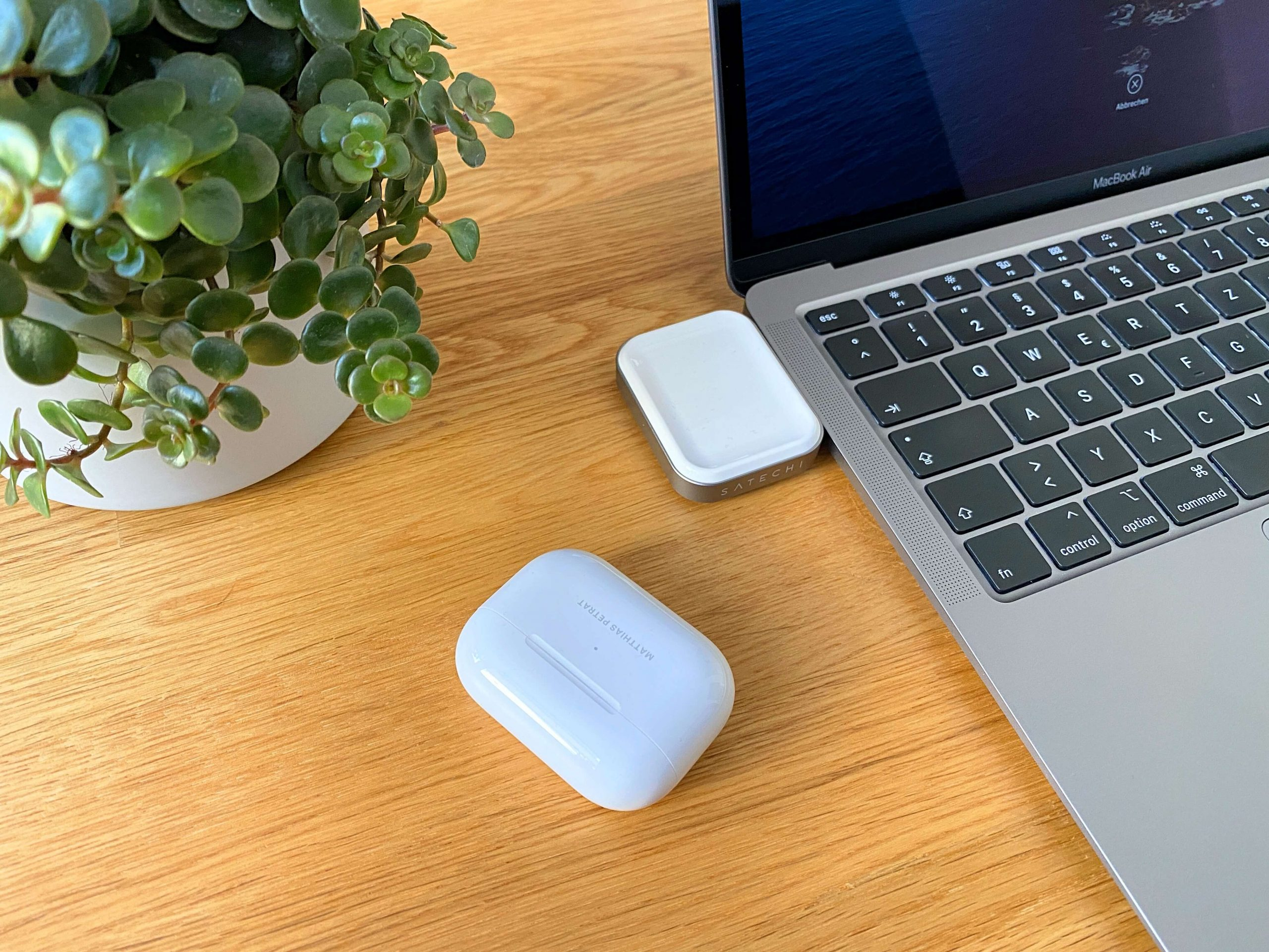 AirPods-Charger-von-Satechi-ohne-Kabel-via-USB-C-laden2-scaled AirPods Charger von Satechi - ohne Kabel via USB-C laden