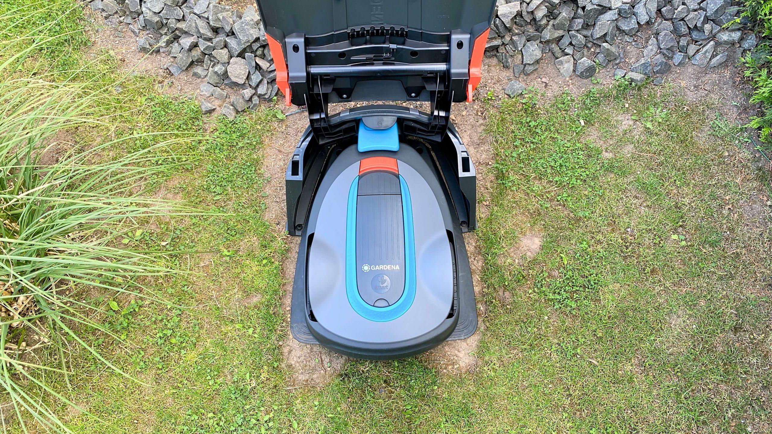 Sileno-City-von-Gardena-ein-stylischer-und-robuster-Rasenmähroboter6-scaled Sileno City von Gardena - stylischer, robuster und smarter Rasenmähroboter