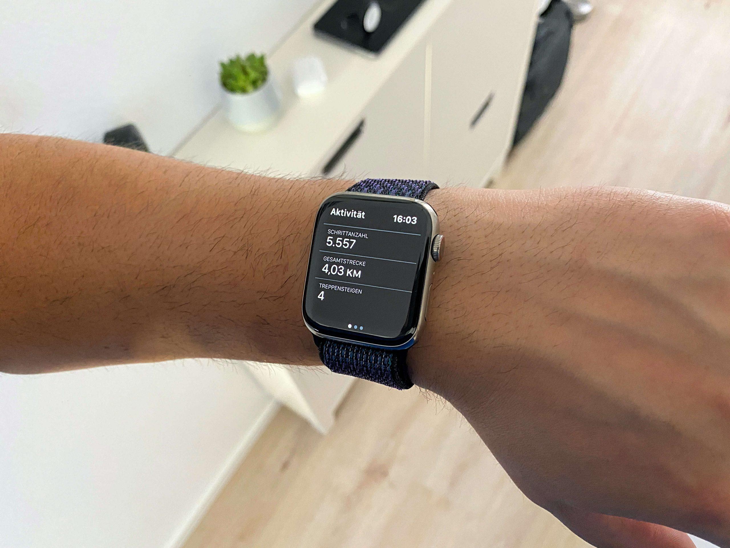 Apple_Watch_Unsichtbare_Bewegungsmuster_kolumne_Artikelbild-scaled Unsichtbare Bewegungsmuster