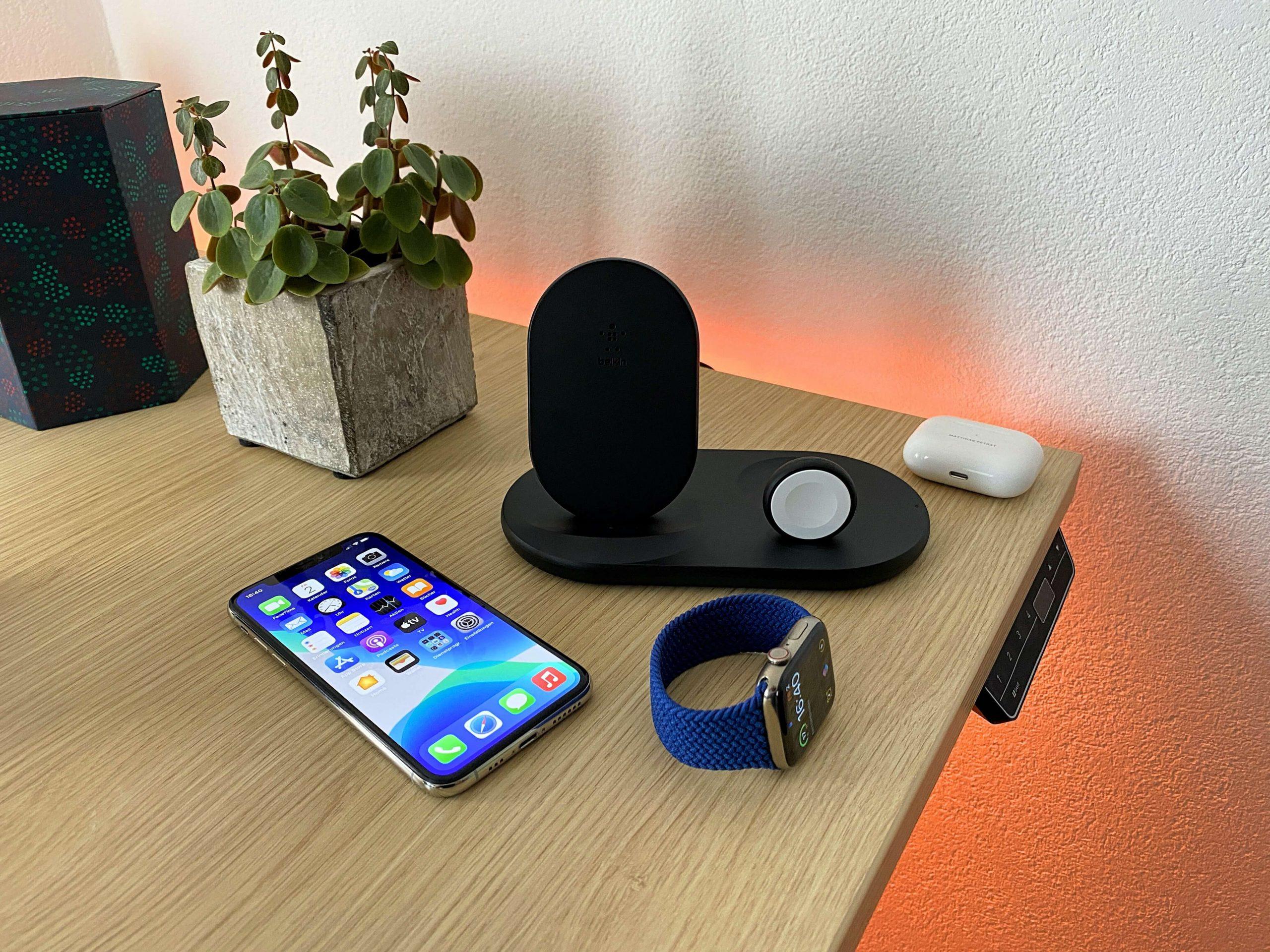 3-in-1-Wireless-Charger-von-Belkin-iPhone-Apple-Watch-und-AirPods-zeitgleich-laden2-scaled 3-in-1 Wireless Charger von Belkin - iPhone, Apple Watch und AirPods zeitgleich laden