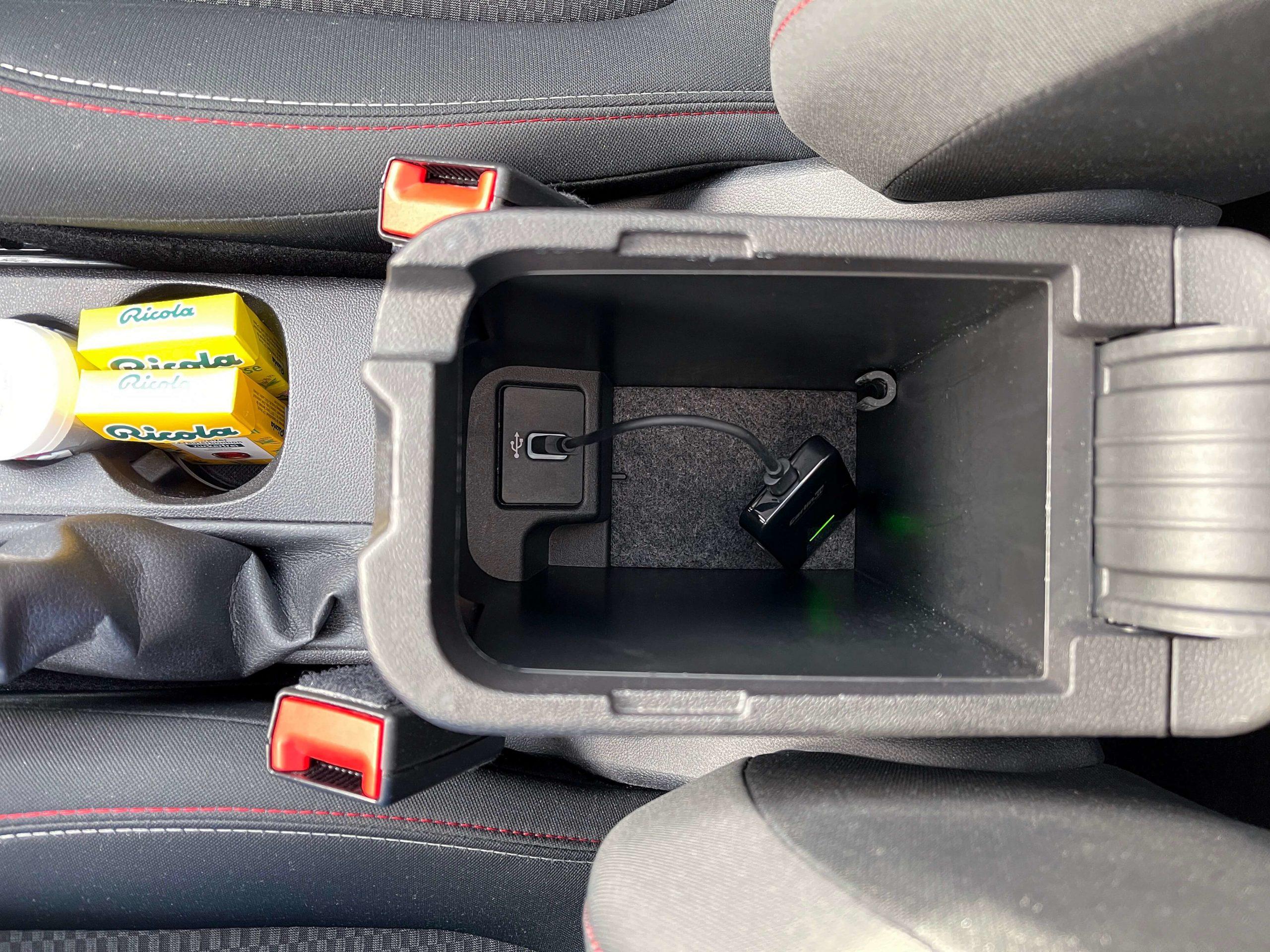 Wireless-CarPlay-Adapter-2.0-von-Carlinkit-–-vorhandenes-Apple-CarPlay-kabellos-machen3-scaled Wireless CarPlay Adapter 2.0 von Carlinkit – vorhandenes Apple CarPlay kabellos machen