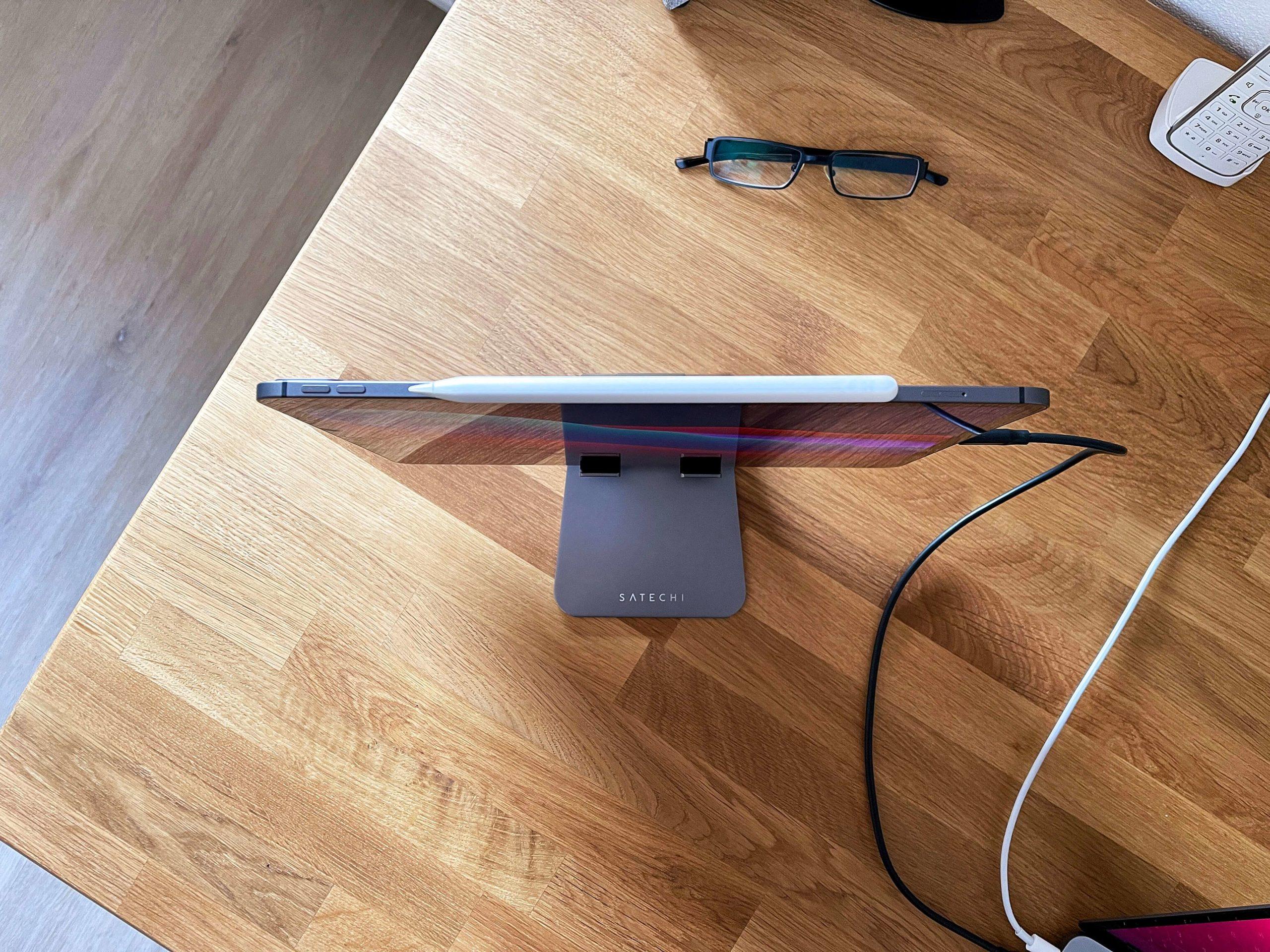 Klappbarer-Tablet-Staender-R1-von-Satechi-das-iPad-immer-korrekt-aufgestellt2-scaled Klappbarer Tablet-Ständer R1 von Satechi - das iPad immer korrekt aufgestellt