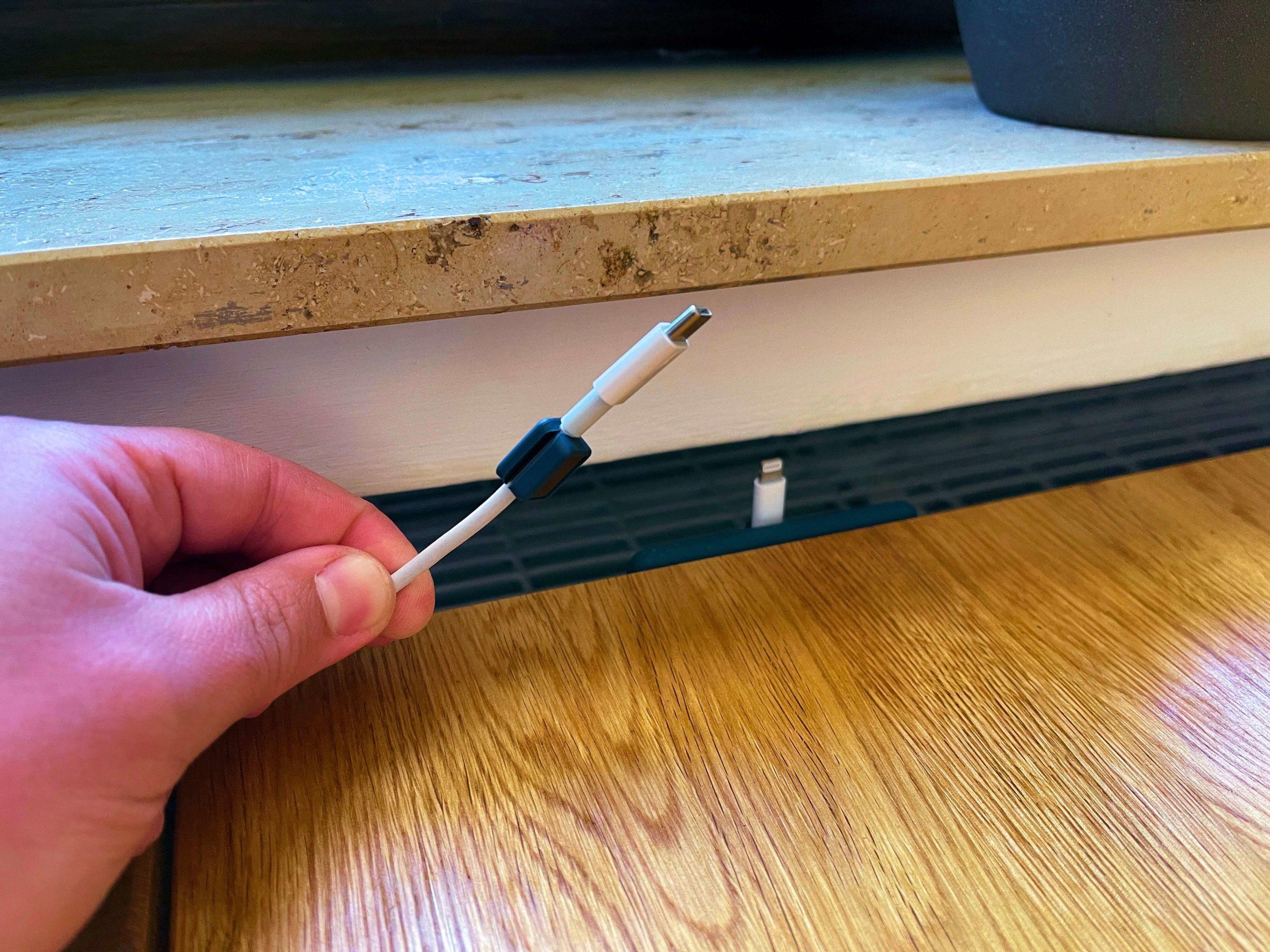 Magnetisches-Kabelmanagement-von-Anker-pure-Ordnung2-scaled Magnetisches Kabelmanagement von Anker - pure Ordnung