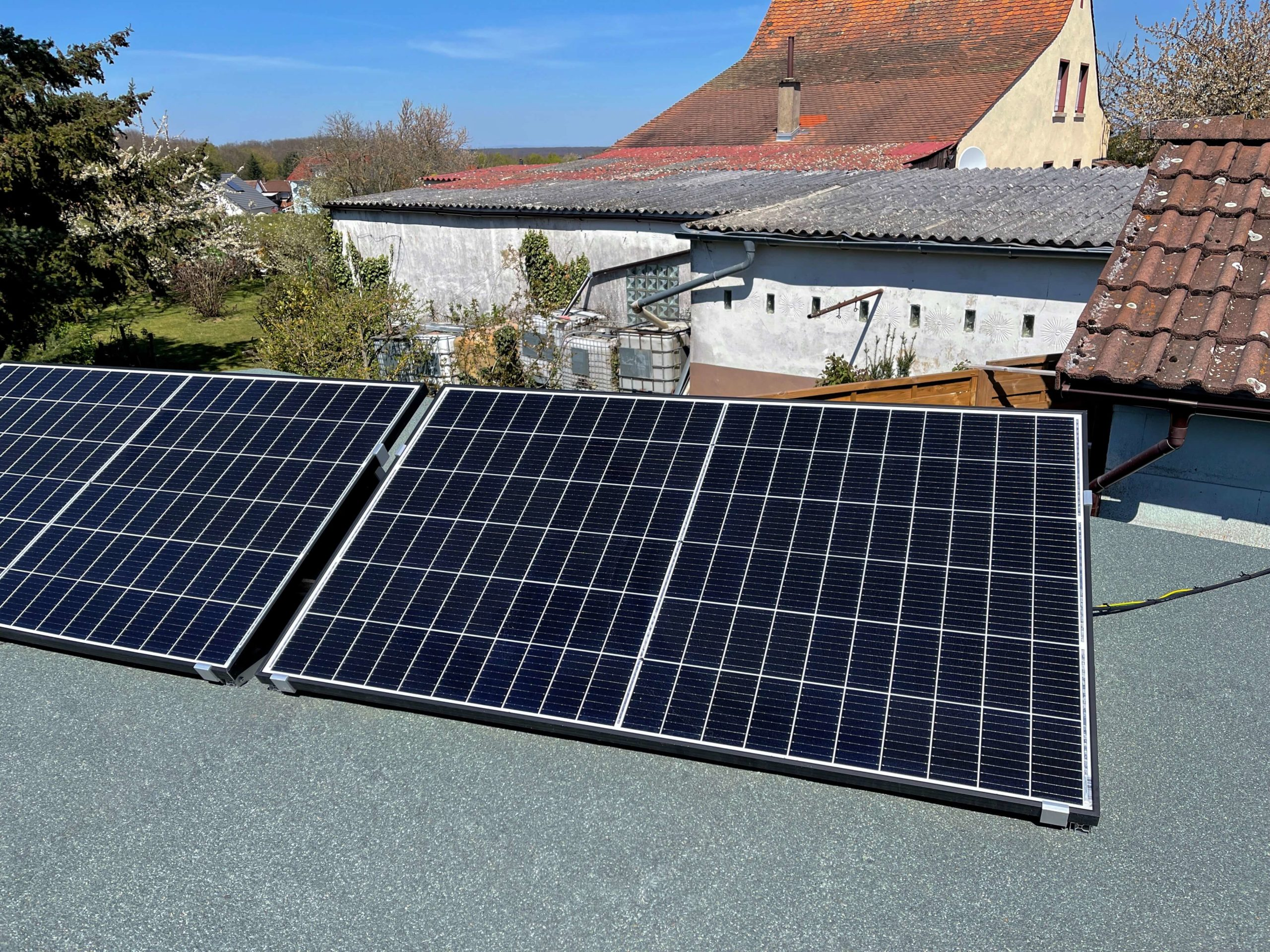 Solarstrom-fuer-das-SmartHome-selbst-produzieren-und-Geld-sparen18-scaled Solarstrom für das SmartHome - Grundverbauch selbst produzieren und Geld sparen