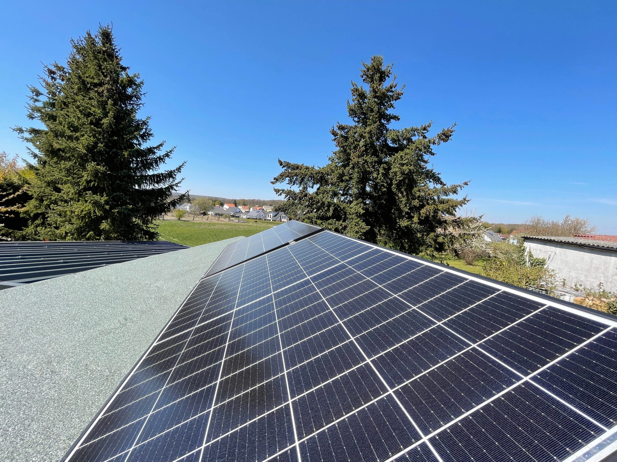 Solarstrom-fuer-das-SmartHome-selbst-produzieren-und-Geld-sparen21-scaled Solarstrom für das SmartHome - Grundverbauch selbst produzieren und Geld sparen