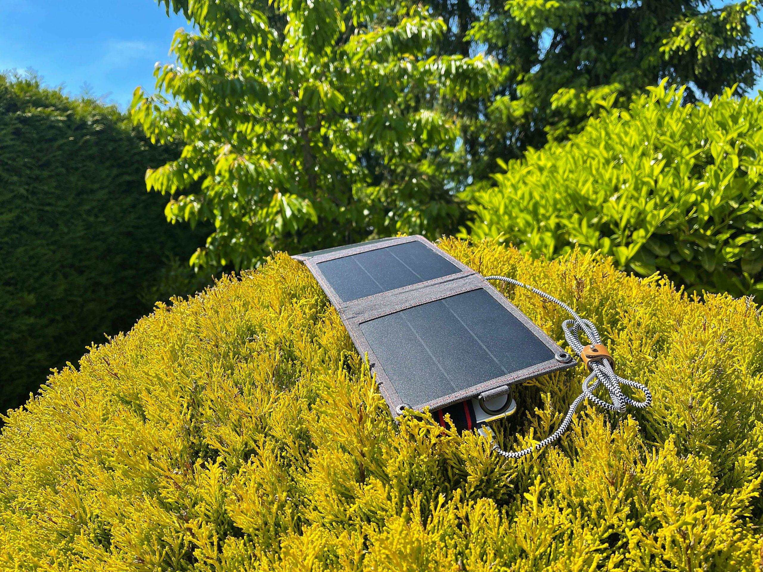 14-Watt-Solarladegeraet-von-Choetech-mit-der-Kraft-der-Sonne-aufladen6-scaled 14 Watt Solarladegerät von Choetech - mit der Kraft der Sonne aufladen