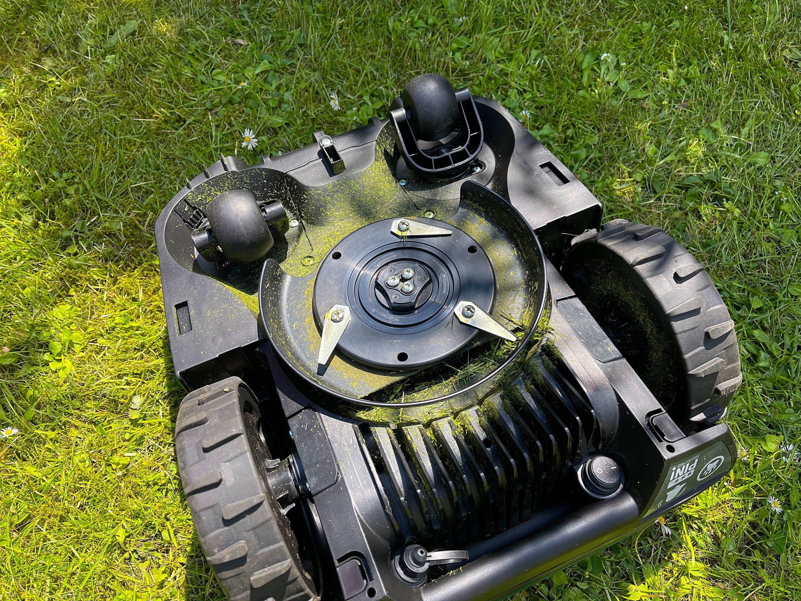 Indego-S-500-Rasenmaeherroboter-von-Bosch-smart-zur-besten-Rasenguete12-scaled Indego S+ 500 Rasenmähroboter von Bosch - Smart zur besten Rasengüte