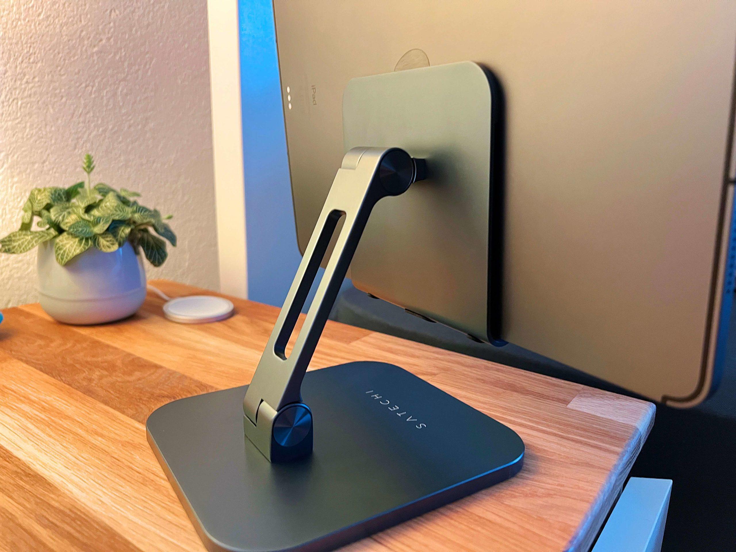 Aluminium-Desktop-Stand-fuer-jedes-iPad-von-Satechi-eine-Aufstellung-fuer-jeden-Betrachtungswinkel2-scaled Aluminium Desktop Stand für jedes iPad von Satechi - eine Aufstellung für jeden Betrachtungswinkel